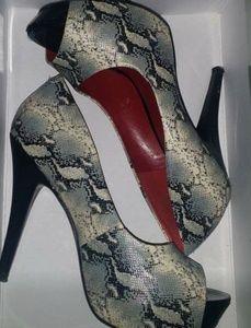 Jessica Simpson snake skin pattern pumps